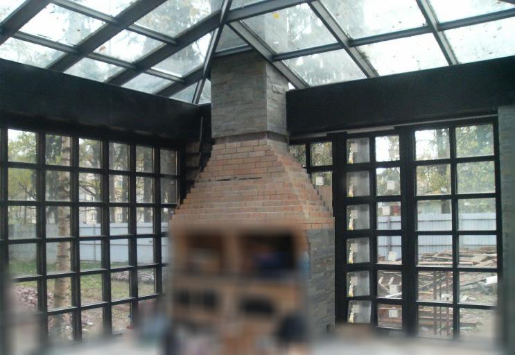 Фото зимнего сада с камином пристроенного к коттеджу
