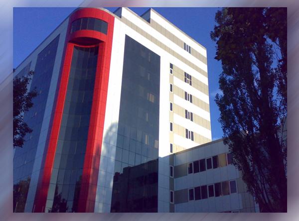 Здание с кассетным вентилируемым фасадом