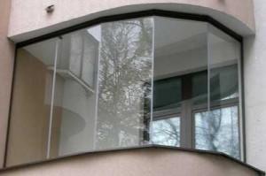 Балкон остеклённый безрамной системой