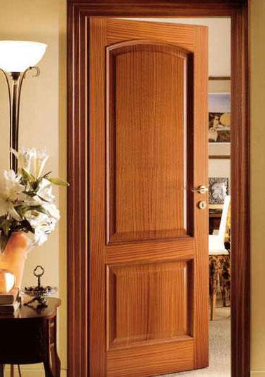 Межкомнатная дверь из красного дерева