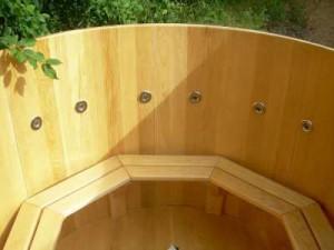 Деревянная купель оборудованная системой гидромассажа