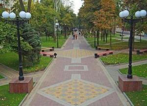 Дорожка мощённая вибропресованной тротуарной плиткой