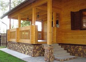 Дом с крыльцом из клееного бруса