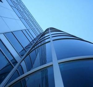 Стеклянный фасад здания