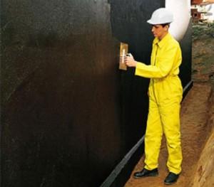 Проведение работ по обработке фундамента обмазочной гидроизоляцией