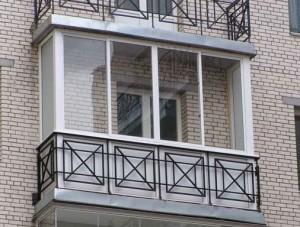 Балкон с окнами из металлопластикового профиля