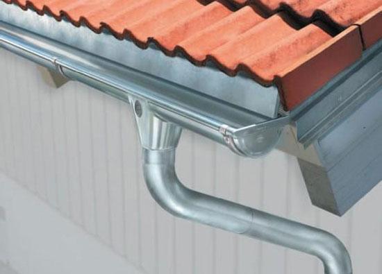 Внешний вид водосточной системы из оцинкованной стали
