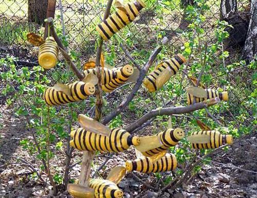 Пчёлы из пластиковых бутылок сделанные своими руками. Предназначены для украшения дачного участка, сада, клумбы