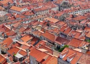 Крыши в стране с традиционным использованием черепицы в качестве кровельного материала