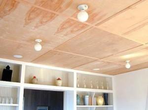 Декорирование технологических зазоров между листами фанеры на потолке