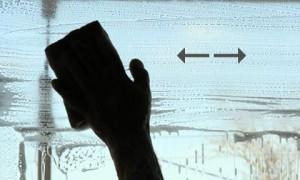Правильное мытьё окна губкой