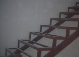 Каркас лестницы закрытого типа
