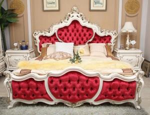 Кровать изготовленная из массива дерева