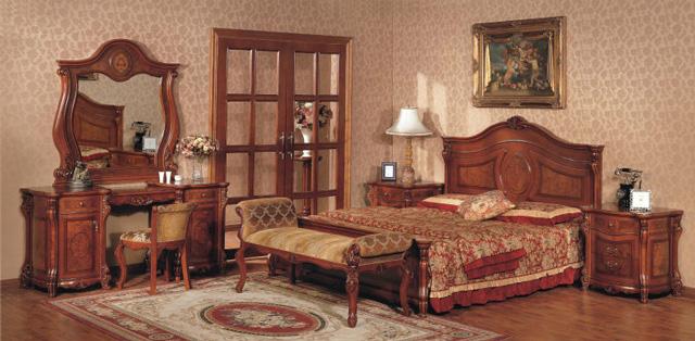 Спальня обставленная мебелью из натурального дерева