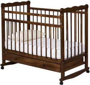 Классическая кроватка из дерева