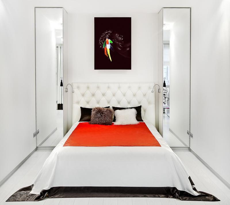 Как выбрать двуспальную кровать для узкой спальни