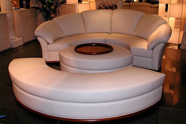Такой диван подойдет любителям круглых кроватей и тем, кто хочет наполнить интерьер своей квартиры оригинальностью