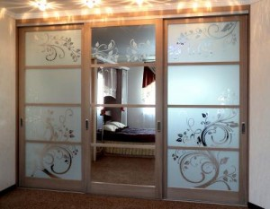 Зеркальные конструкции межкомнатных дверей