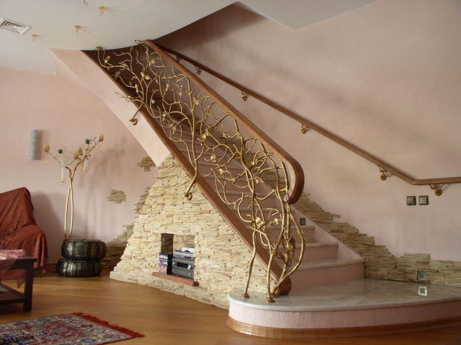 Декор лестницы камень