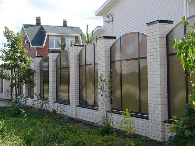 Забор из поликарбоната нестандартное