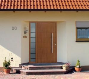 Современные входные двери из дерева