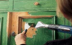 удалить старую краску с дерева