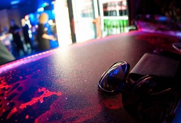 Жидкая плитка на барной стойке