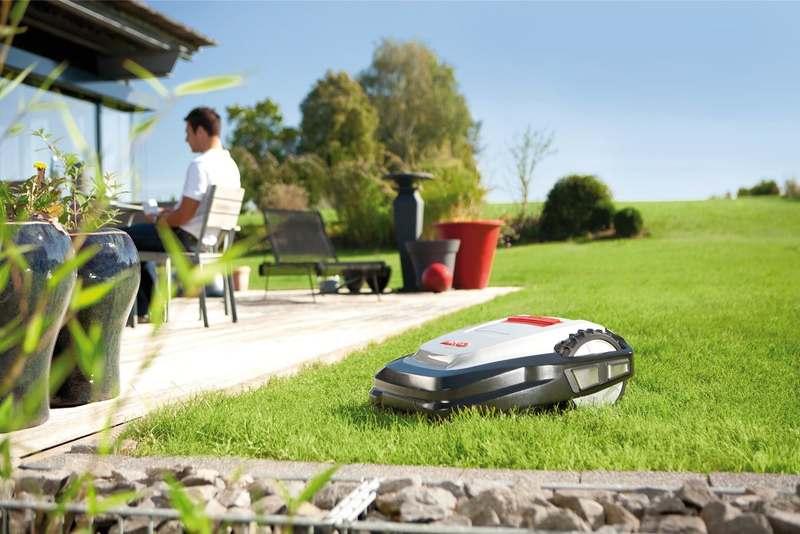 робот-газонокосилка