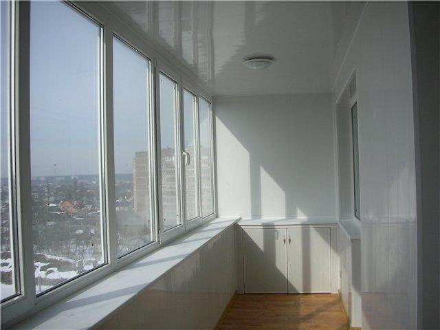 Балкон остеклённый металлопластиковыми окнами