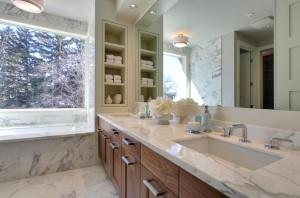 Стеллажи и полки для ванной