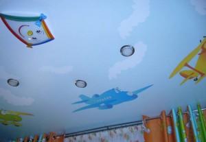 Натяжной потолок с изображением воздушного змея