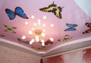 Натяжной потолок для детской с рисунком бабочек