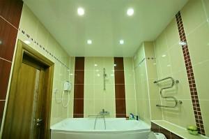 Натяжной потолок в ваннойНатяжной потолок в ванной