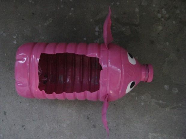 поросенок из пластиковых бутылок