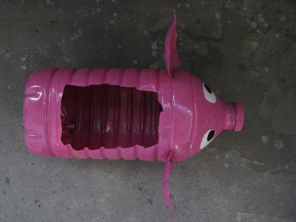 Поросенок из пластиковой бутылки для рассады 3