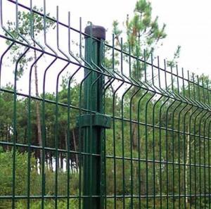 Забор, выполненный из кованых секций