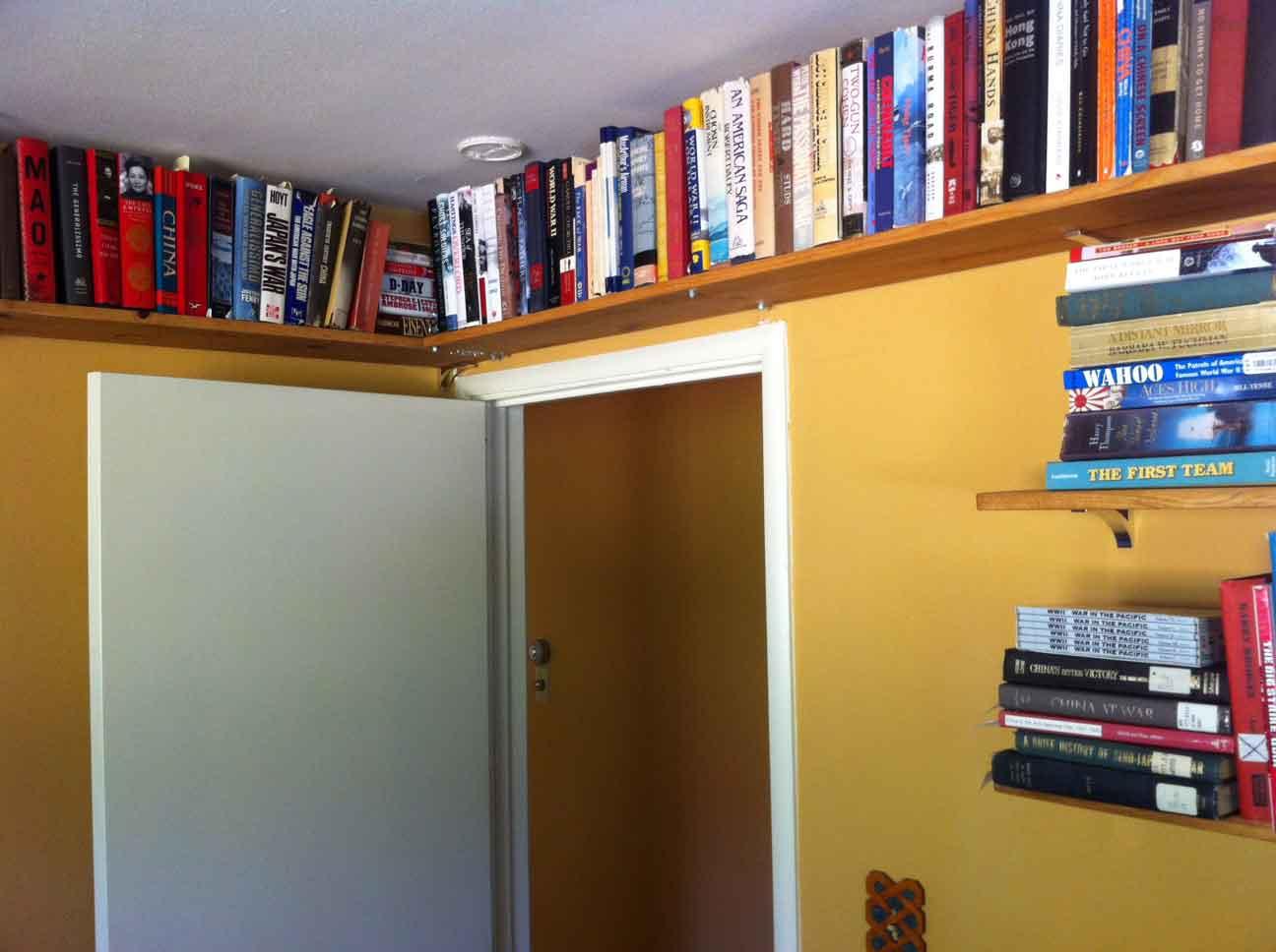 Как и где хранить книги в маленькой квартире?.