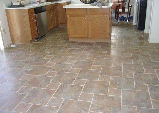 напольная плитка на кухне под камень