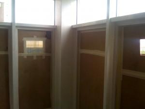 Окна подготовленные к покраске алюминиевых рам