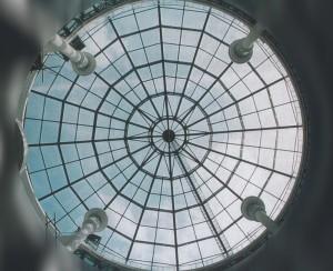 Зенитный фонарь в форме купола