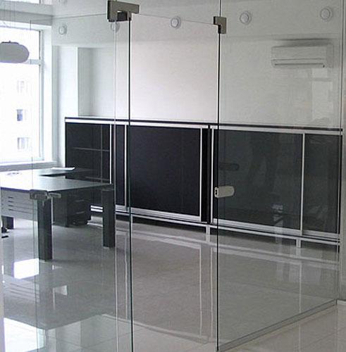 Интерьер офиса: стеклянные перегородки