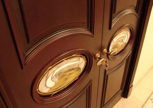 самостоятельно установленная дверь