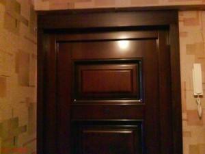 самостоятельно установленная входная дверь