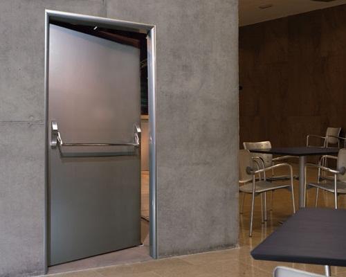 противопожарная метализированная дверь