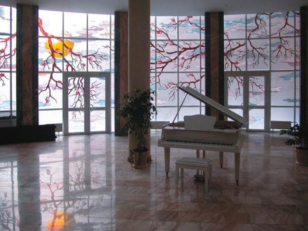 Оригинальные пластиковые окна в интерьере комнат