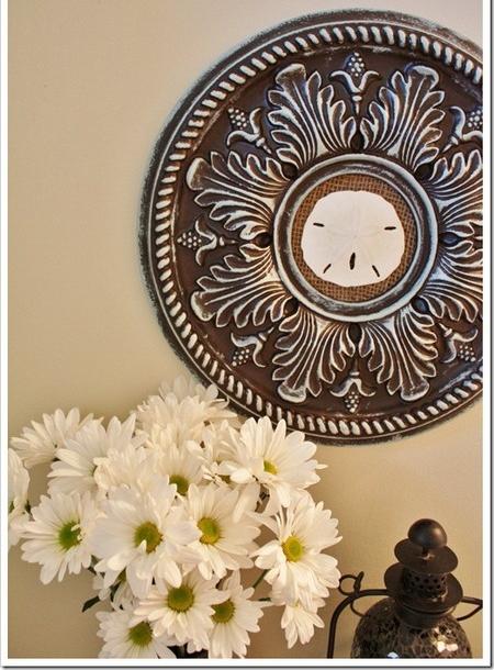 Декор стен потолочными медальонами