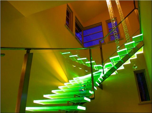 Особенности стеклянных лестниц