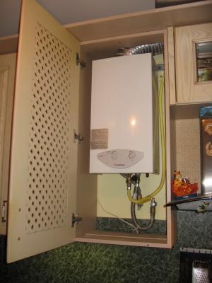 Газовая колонка на кухне: несколько способов замаскировать