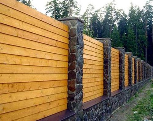 Изгороди и заборы своими руками: преимущества материалов