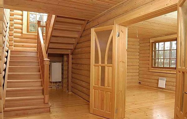 Строительство домов из бруса: достоинства материала